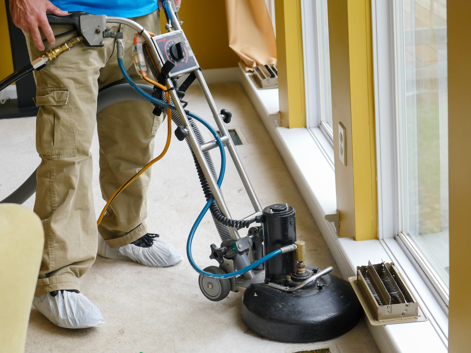 Sams carpet cleaning pro cleans the carpets in a house about to be sold